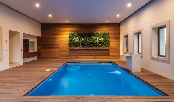 Que tal ter uma piscina dentro de casa decora o ideal - Piscina interna casa ...